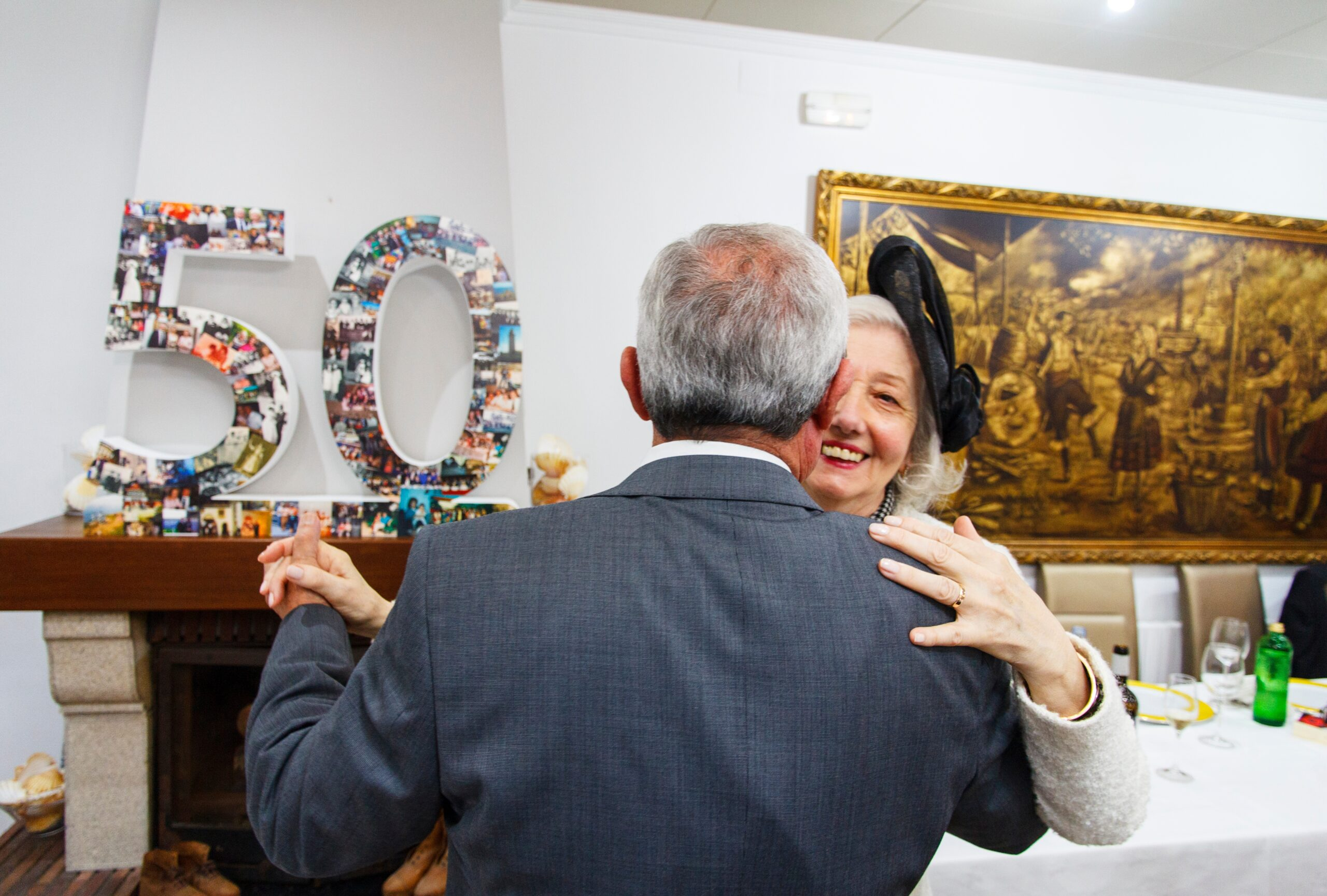 happy-senior-couple-dancing-in-their-50-years-of-m-B5T24UG
